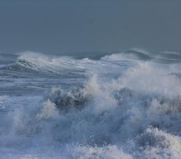 Riigi ilmateenistus lubab nädalavahetuseks suurt tormi ja kõva tuult. Merel ulatub tuul puhanguti kuni 32 meetrini sekundis.