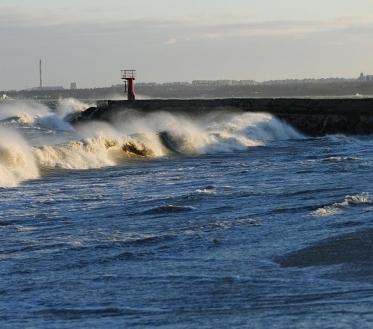 Ilmateenistus hoiatab, et Põhja- ja Lääne-Eesti võivad täna öösel ja varahommikul puhuva tormituule tõttu olla ohtlikud piirkonnad.
