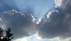 Selgema taevaga öö järel tõmbub taevas täna taas pilve, pärastlõunal läheneb Läänemerelt madalrõhulohk ja saartelt algav vihmasadu levib päeva jooksul mandrile.