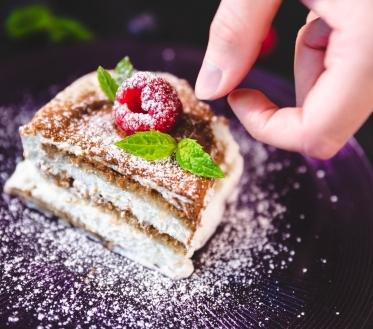 Mis on kõige paremad asjad maailmas? Kindlasti suvi, puhkus ja magustoit. Üks kõige paremaid magustoite on kindlasti tiramisu. See on kihiline magustoit, mis on tulnud meile Itaaliast. Tegu on äärmiselt põneva ja maitsva magustoiduga, mis liigitub pigem tortide valdkonda.